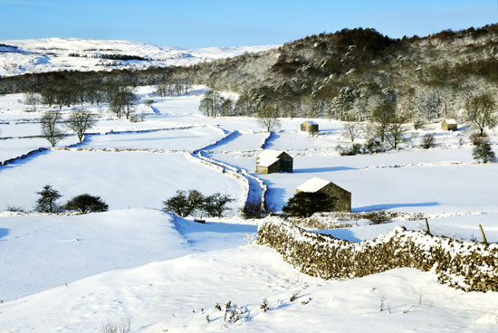 yorkshire dales in winter snow